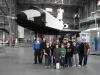 Gruppenbild, im Hintergrund das russische Spaceshuttle Buran