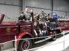 Gruppenbild auf einem us-amerikanischen Feuerwehrfahrzeug
