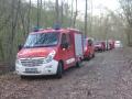 Alarmübung Frankelbach; Feuerwehrfahrzeuge. Am Ende der Fahrzeugschlange der RTW des DRK.