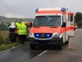 18. Juni 2016 - Verkehrsunfall, L388 Schneckenhausen - Heiligenmoschel; Wegen des Regens wird der Patient mit einer Plane abgedeckt.