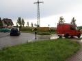 18. Juni 2016 - Verkehrsunfall, L388 Schneckenhausen - Heiligenmoschel; Feuerwehrangehörige aus Heiligenmoschel sperren am Kreisel in Schneckenhausen die Landesstraße in Richtung Heiligenmoschel.