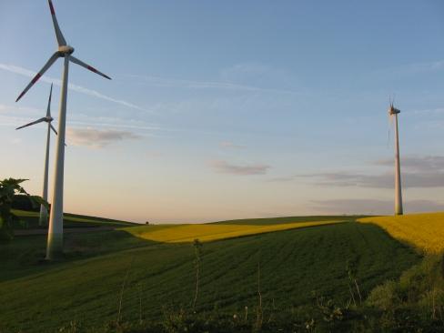 Drei der insgesamt zehn Windenergieanlagen im Windpark Niederkirchen