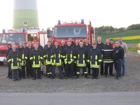 Die Übungsteilnehmer beim abschließenden Gruppenbild zusammen mit Torsten Schwarz von der Firma Juwi (rechts, helle Jacke).