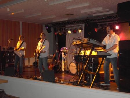 Die Band Sergeant während ihrem Auftritt.