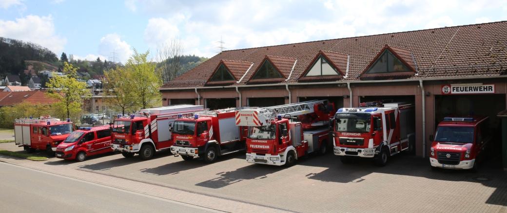 Feuerwehrhaus Otterberg mit Fahrzeugen