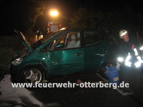 Das Unfallfahrzeug während dem Einsatz.