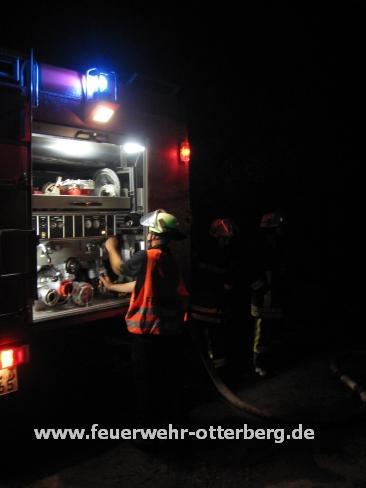 Während dem Einsatz - Pumpenbedienstand Tanklöschfahrzeug aus Otterberg