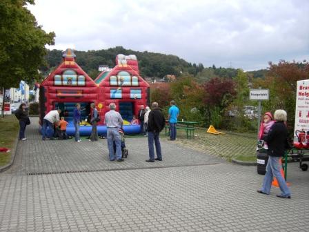 Die Hüpfburg war gut besucht.