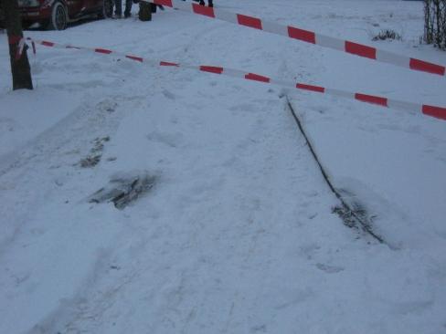 Der mit Absperrband gesperrte Fußweg.