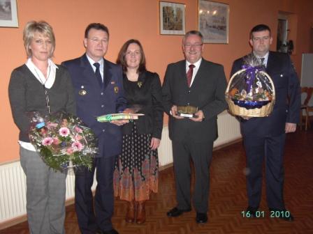Von links nach rechts: Silvia und Helmut Pfänder, Kreisbeigeordnete Gudrun Heß-Schmidt, Bürgermeister Martin Müller und Patrick Klehr.