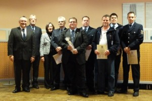 Von links: Bürgermeister Martin Müller, KFI Hans Weber, Kreisbeigeordnete Gudrun Heß-Schmidt, Udo Krauß, Matthias Carra, Achim Zschunke, Rolf Becker, Marcel Zubiller und Hendrik Braun.
