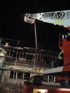 Werfereinsatz von der Drehleiter aus. Bild: Feuerwehr Otterberg