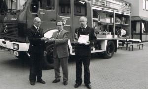 Wehrführer Karl A. Thines, Bürgermeister Karl Bernhardt und Klaus Nickel.