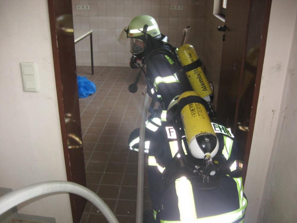 Die Aufnahme entstand während der praktischen Ausbildung am 28. September auf dem Feuerwehr-Übungsgelände. Bild: Feuerwehr