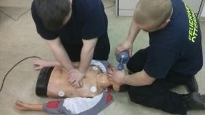 Feuerwehrleute frischen Reanimation auf