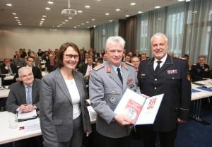 Claudia Crawford, Volker Wieker und Hans-Peter Kröger. Foto: Rico Thumser / DFV