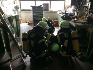 Die Aufnahme entstand während der praktischen Ausbildung im Feuerwehrhaus Otterberg.