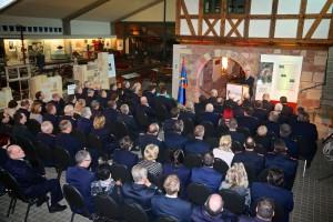 Ministerialdirigent Gunnar Milberg spricht im Deutschen Feuerwehr-Museum. Foto: Rico Thumser / DFV