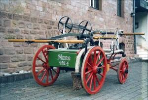 Vierrädrige Saug- und Druckspritze. Bild: Archiv der Feuerwehr Frankelbach