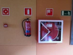 Feuermelder und Löscheinrichtung im Hotel