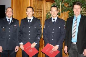 2. stellvertretender Wehrleiter Danny Schulz, ehemaliger Wehrführer Hendrik Braun, neuer Wehrführer Jörg Tremmel und Bürgermeister Harald Westrich.