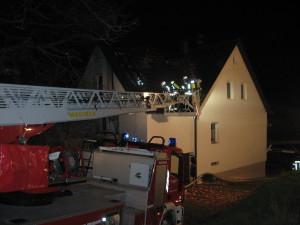 Wohnhausbrand Reichenbacherhof - während den Nachlöscharbeiten.