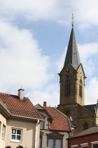 Blick vom Dorfplatz Olsbrücken aus in Richtung Kirche.