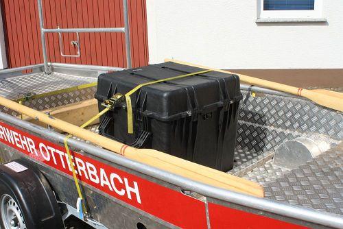 Kiste mit Rettungswesten