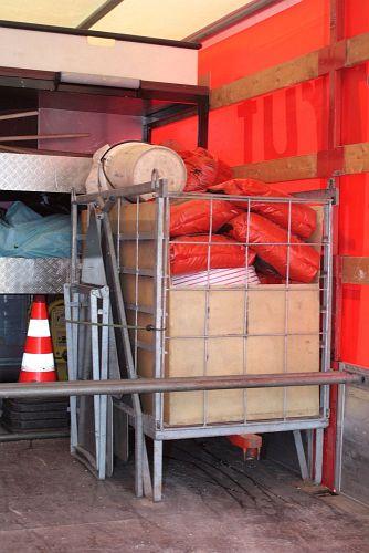 Rollcontainer mit Beladung für Ölunfall.