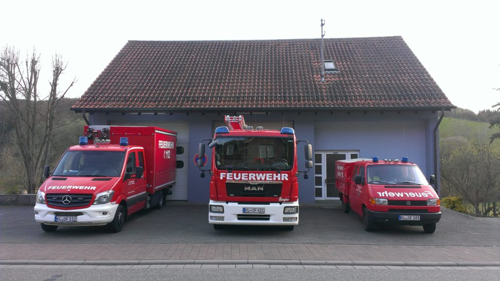 Feuerwehrhaus und Fahrzeuge Feuerwehr Olsbrücken