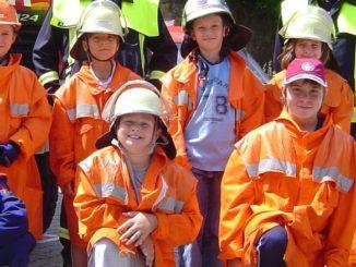 Symbolbild NEU Kinder und Feuerwehr Nachwuchswerbung