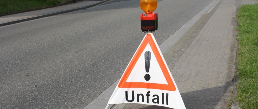 Symbolbild NEU Unfall Verkehrsunfall Warnschild