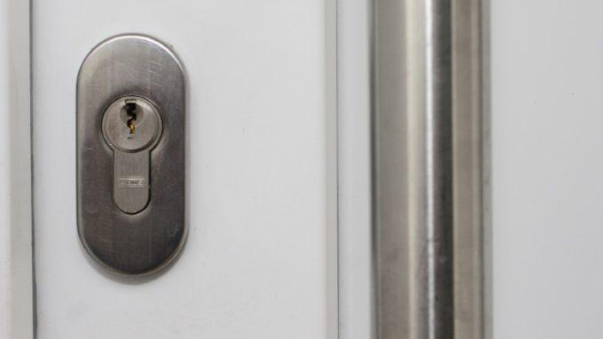 Symbolbild NEU Tür Schließzylinder Türöffnung Notfalltüröffnung