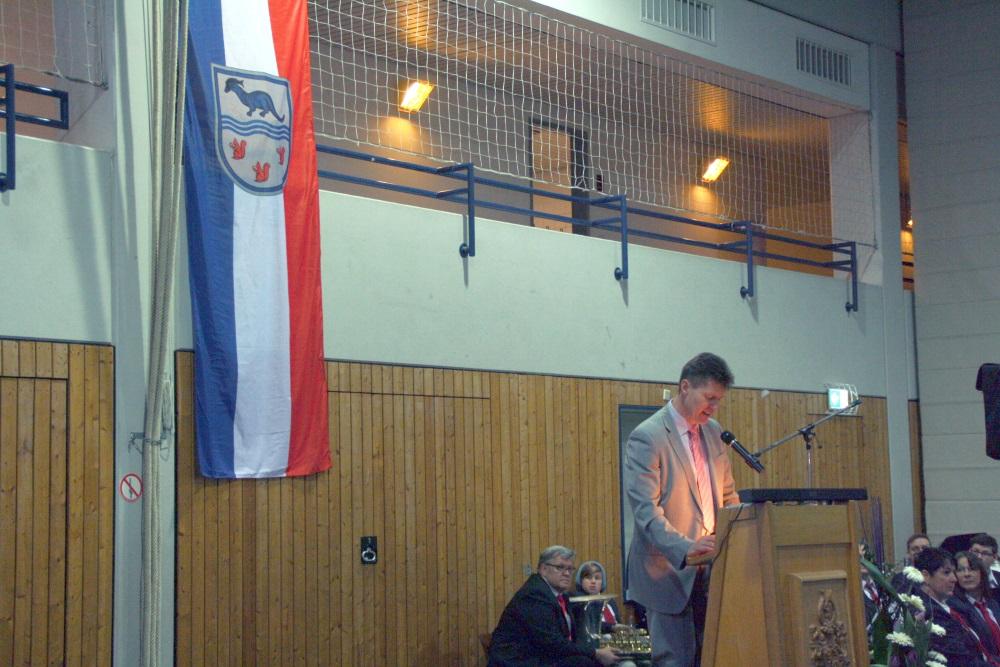 Bürgermeister Harald Westrich am Rednerpult.