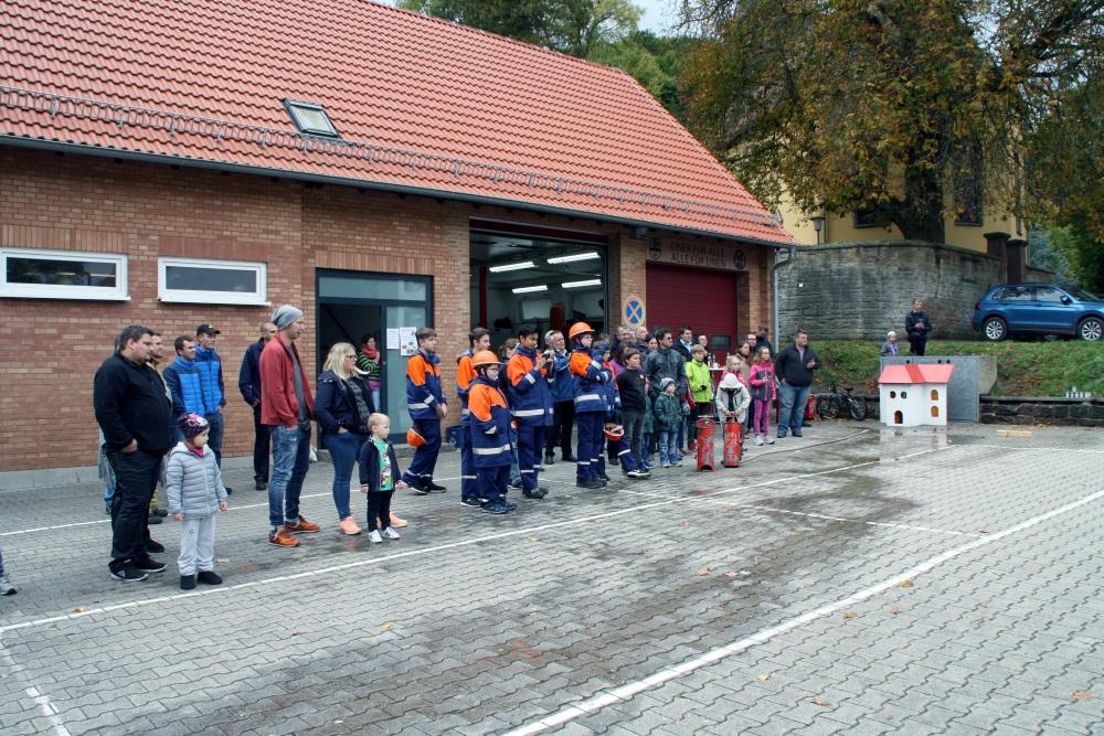 Jugendfeuerwehrfest in Niederkirchen: Zuschauer der Fettexplosion