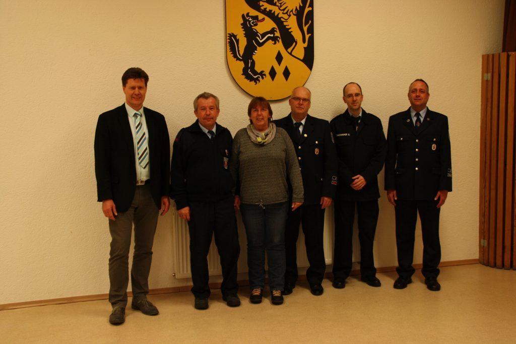 Bürgermeister Harald Westrich, Thomas und Hannelore Krauss, Wehrführer Hans-Peter Spohn und sein Stellvertreter Swen Rheinheimer sowie der 2. stv. Wehrleiter Danny Schulz.