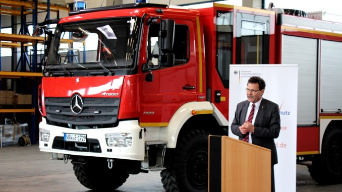 Christoph Unger bei der Fahrzeugübergabe in Bonn-Dransdorf. Quelle: BBK