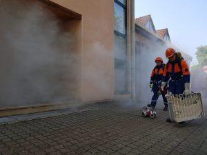 Gebäudebrand in der Hauptstraße. Mit Disconebel wurde der Rauch dargestellt.